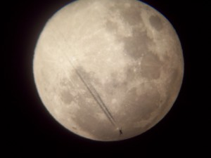 Jet anda Full Moon